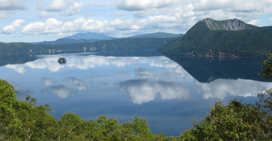 北海道、摩周湖は、まさしく神の湖(カムイトー)怖いくらいのパワー溢れる湖