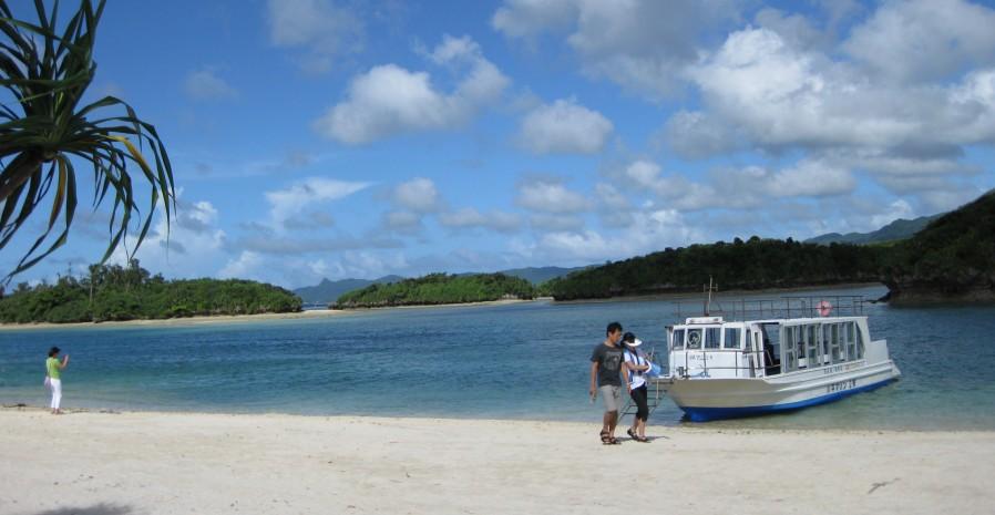 石垣島のパワースポットと噂の「川平湾」へ行ってきました